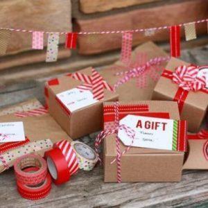Красиво завёрнутые новогодние подарки