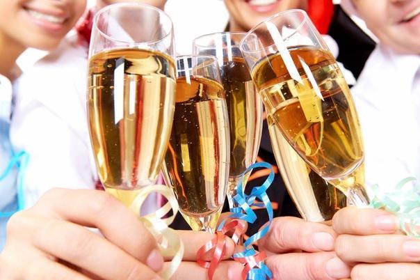 Поднимем бокалы за Новый год!
