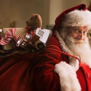 Дед Мороз несёт мешок с подарками