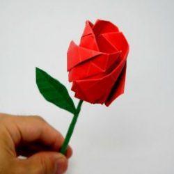 Красивая роза из бумаги на 8 Марта