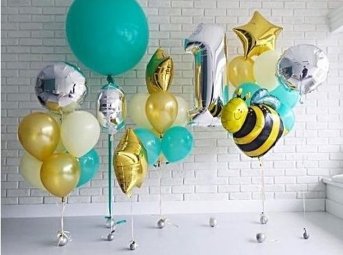 Букет из разноцветных шаров с пчелкой