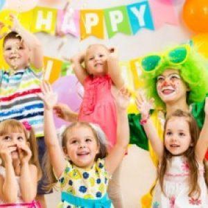 Дети собрались на день рождения