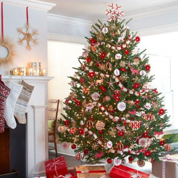 Дом украшенный к Новому году