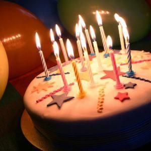 День рождения: торт и свечи