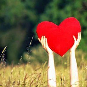 Валентинка в форме красного сердца