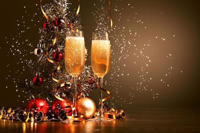 Новый год: поздравляем с юмором близких, друзей и коллег