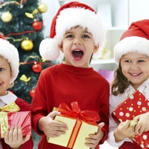 Дети получили подарки после прочтения стихов