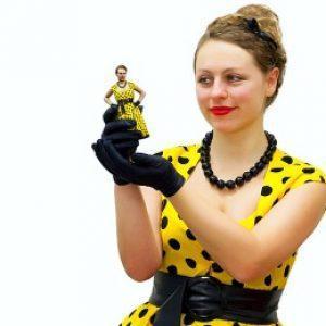 Фигурка-копия  женщины, которой предназначен подарок