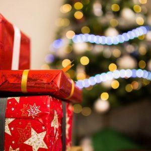 Подарки под новогодним деревом