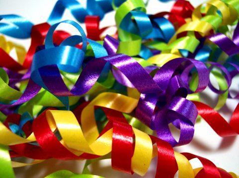 Серпантиновые ленточки разных цветов