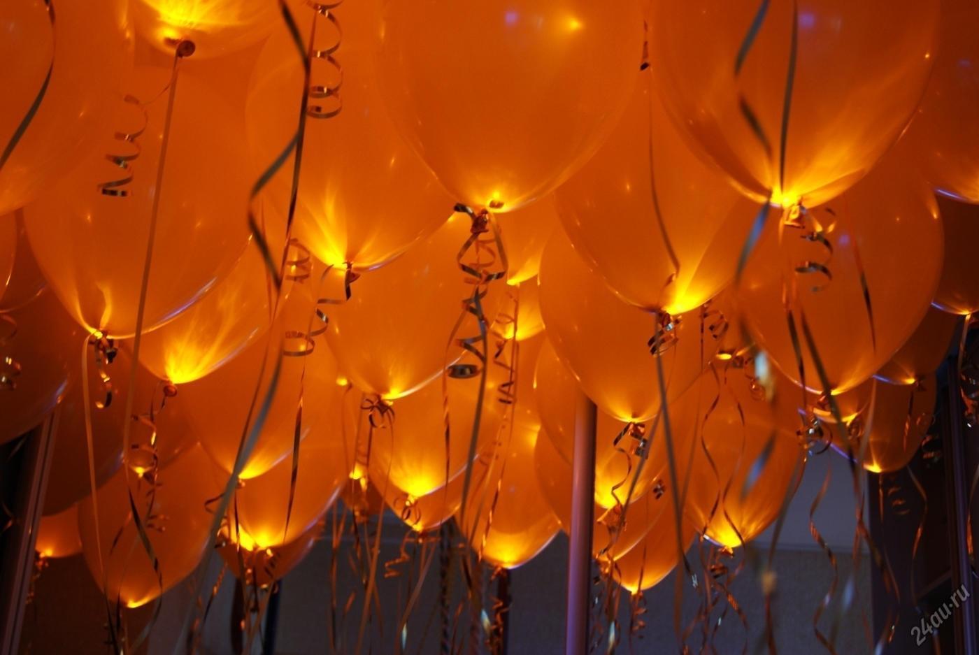 Светящиеся шары под потолок с ленточками